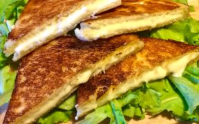 toast fritto al formaggio