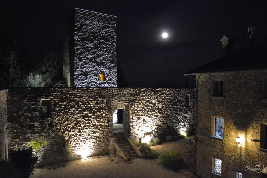 Castello di Petroia corte interna