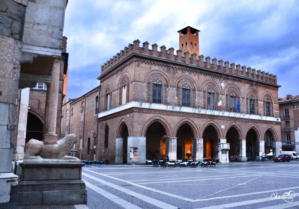 Loggia dei Militi Cremona