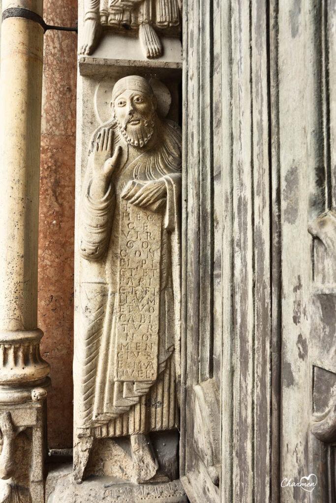 Particolare portale Duomo di Cremona
