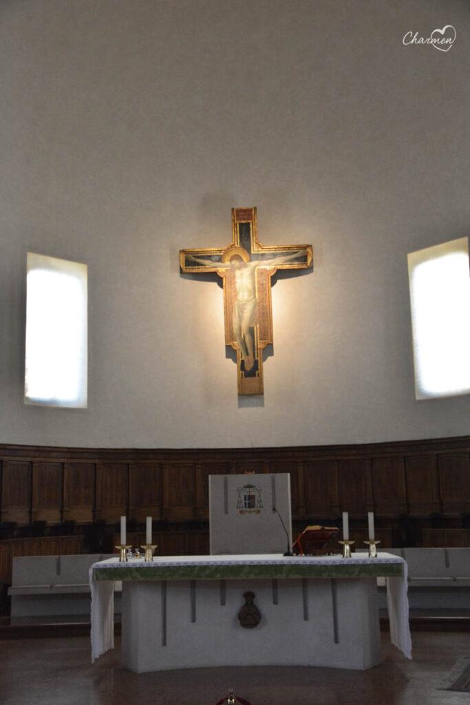 Tempio Malatestiano interno crocefisso Giotto