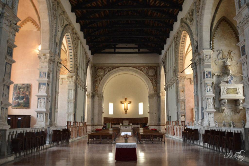 Tempio Malatestiano interno navata
