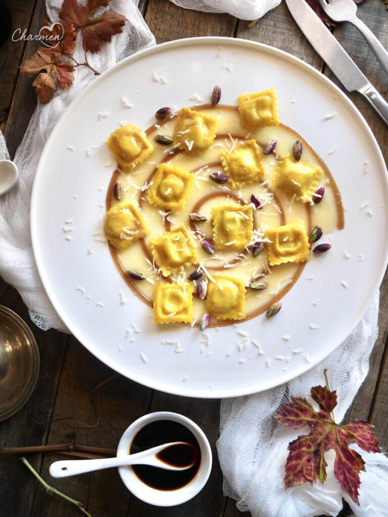 Raviolini ripieni di brodo con Aceto Balsamico di Modena IGP